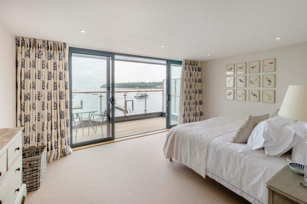 Masterbedroom, Balcony & Sea Views